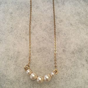 Jewelry - Gold/pearl necklace